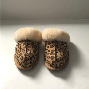 UGG Leopard Backless Fur House Slippers size 5
